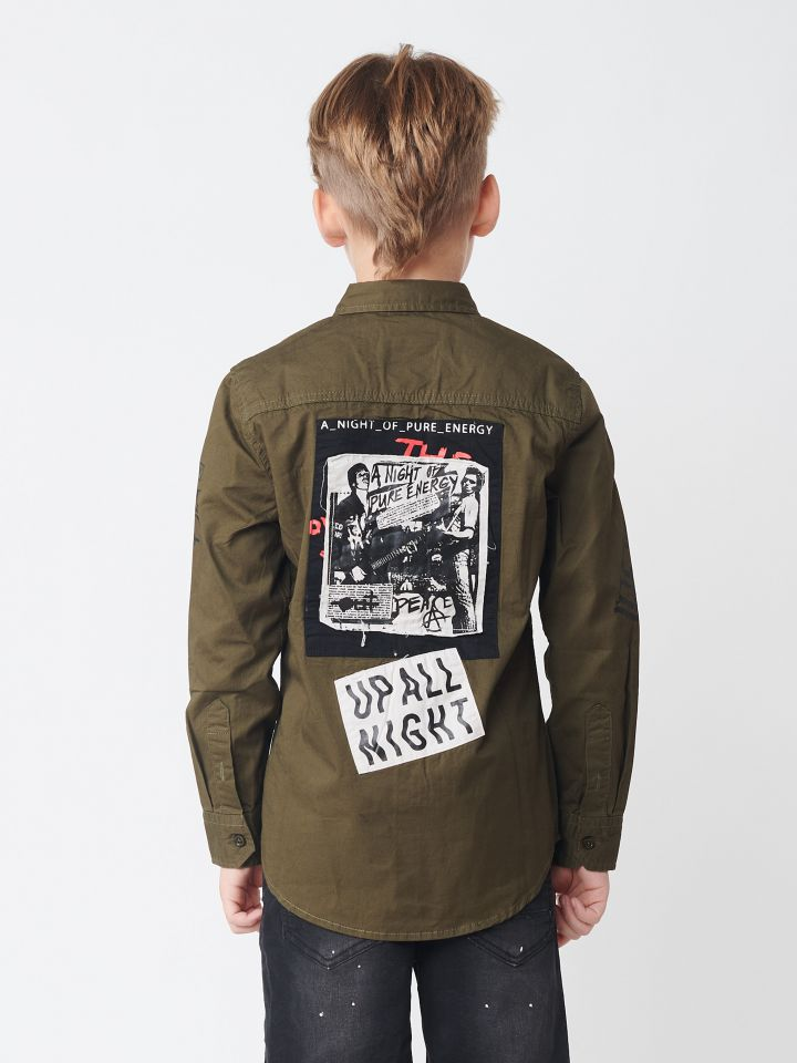 חולצה מכופתרת במראה צבאי