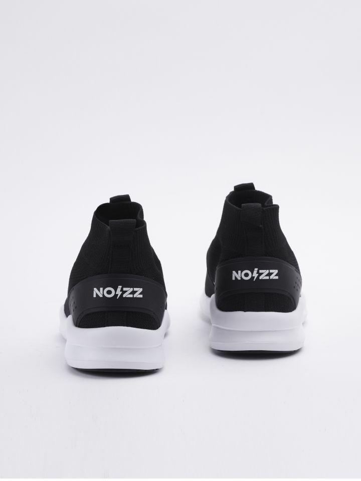נעלי ספורט בשילוב גרב גבוהה