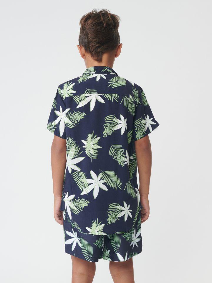 חולצה מכופתרת בדפוס עלים טרופי