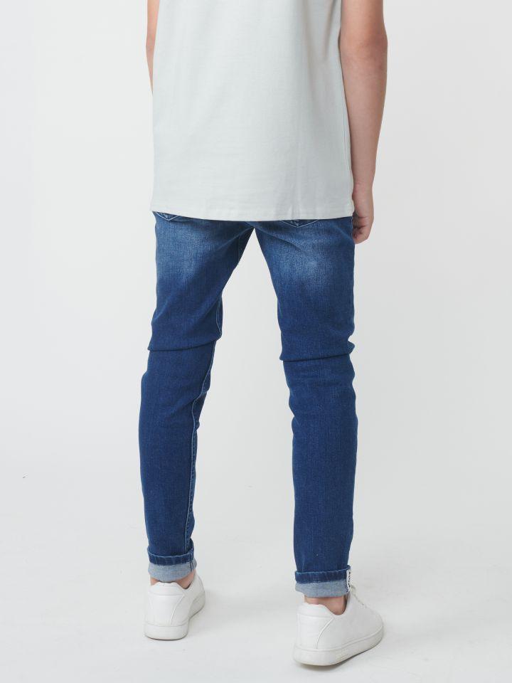 ג'ינס שטיפה עם קרעים