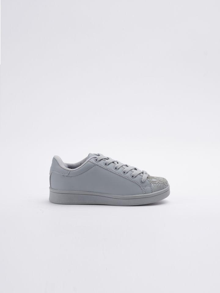נעלי סניקרס עם דפוס גולגולת