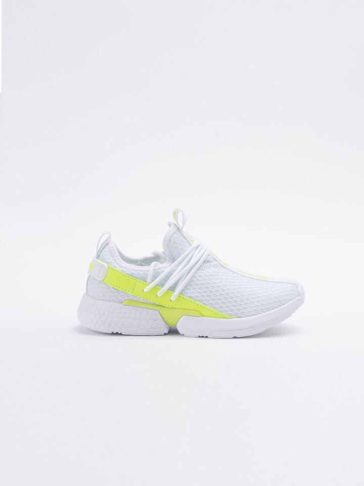 נעלי ספורט בשילוב חומרים