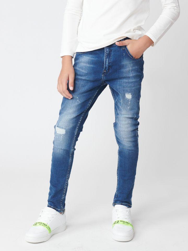 ג`ינס עם קרעים עדינים