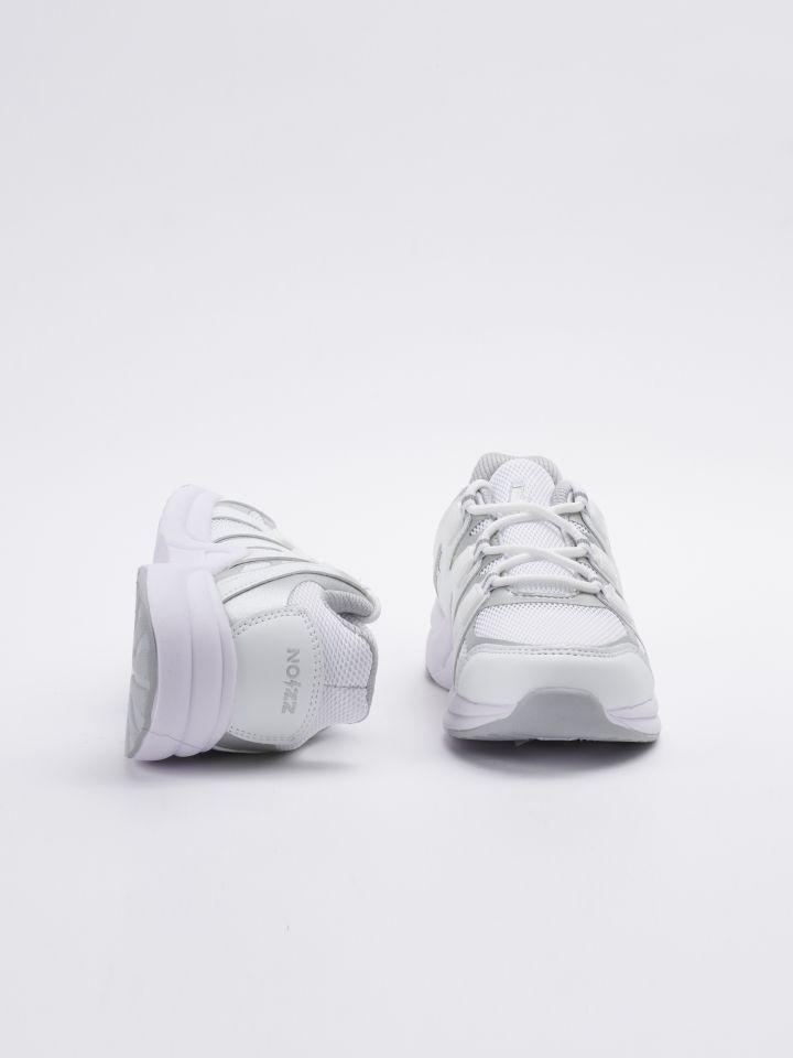 נעלי ספורט מונוכרומטיות