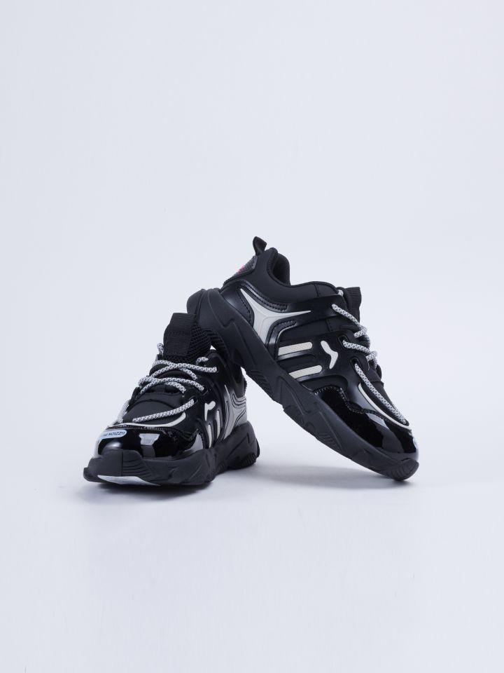 נעל ספורטיבית עם סוליה עבה